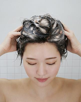髪と頭皮に優しいイオンカラー処方